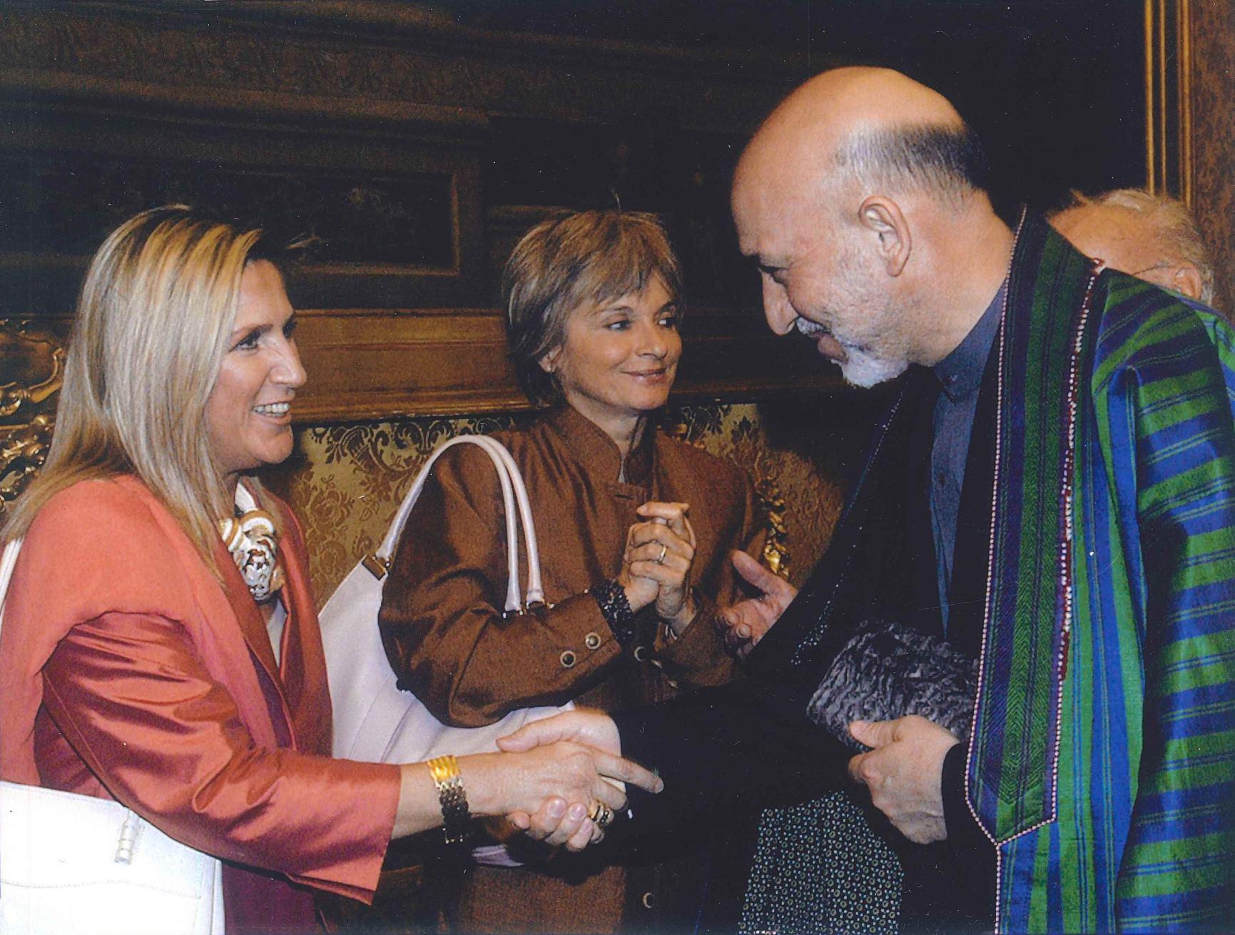 Roma, Camera dei Deputati, 21 luglio 2005 - Presidente dell'Afghanistan Hamid Karzai e il Questore Paola Manzini