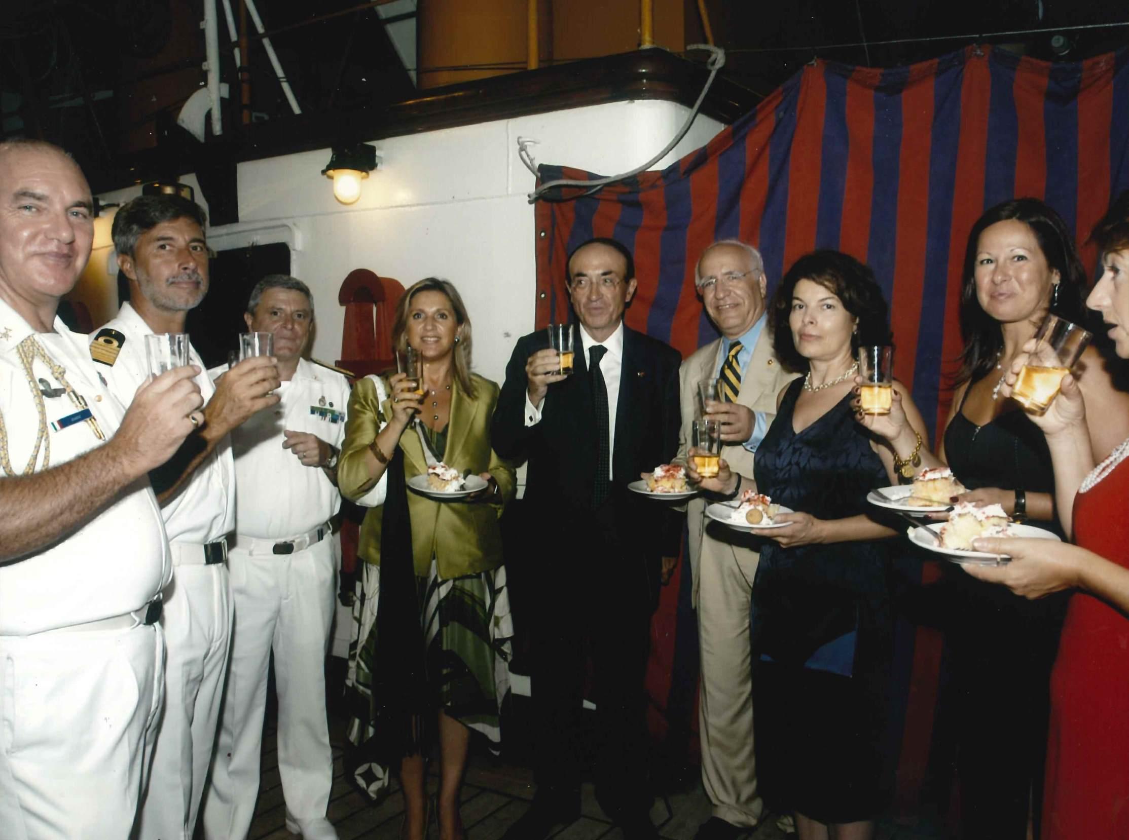 Instanbul, Veliero Amerigo Vespucci, 20 agosto 2004 - Comandante Carlo Bottoni, Ambasciatore Carlo Marsili e il Presidente della Commissione Esteri Mehmet Dulger