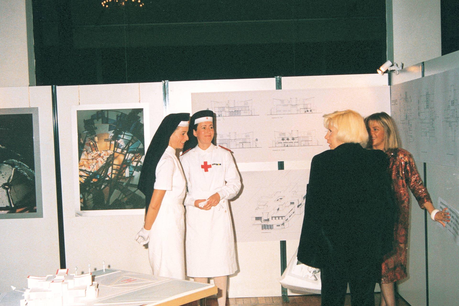 Montecatini Terme (PT), 22 ottobre 1989 – Galà di presentazione progetto della sede della Croce Rossa Italiana con crocerossine e mia madre.