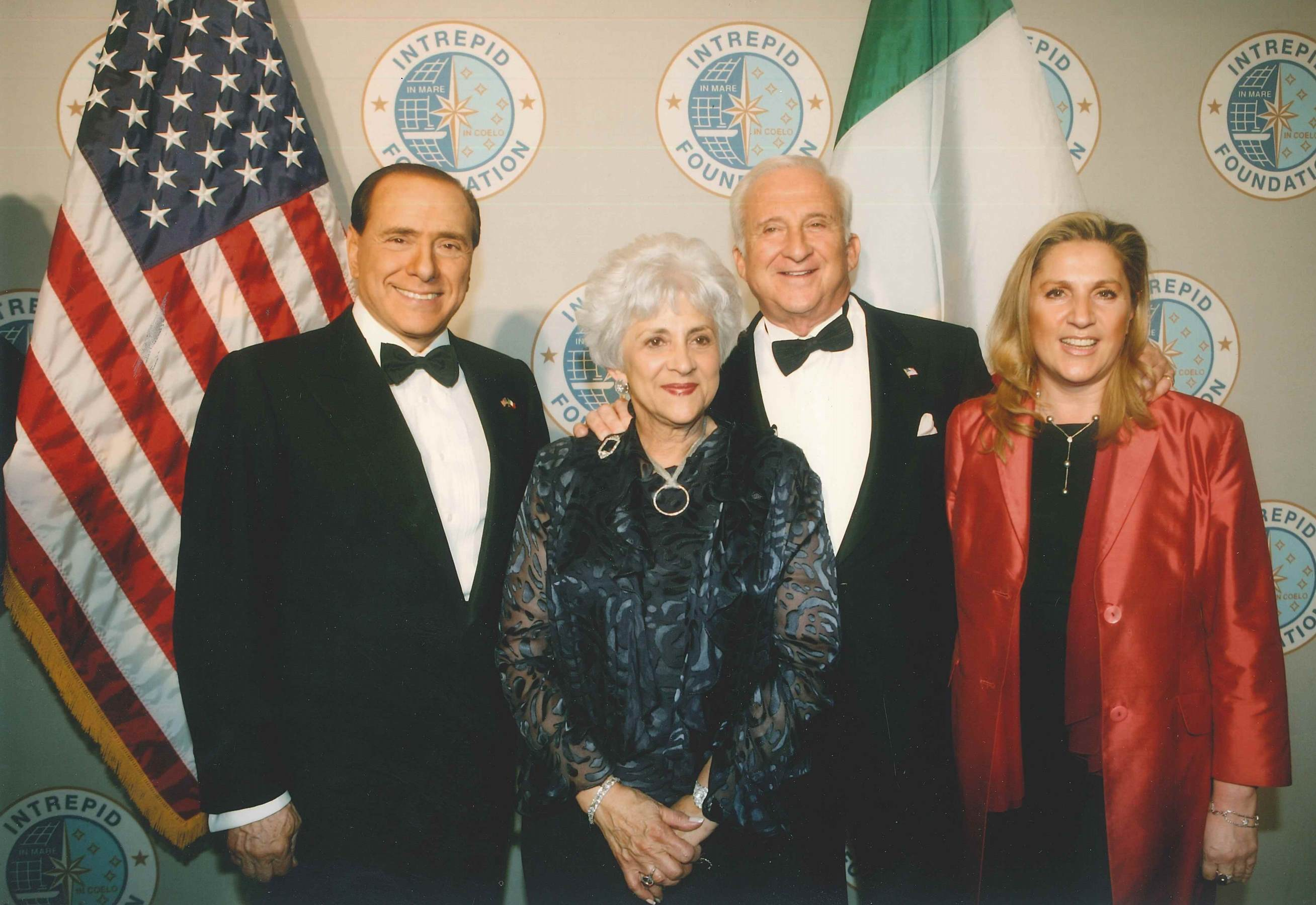 New York, Intrepid, 1 marzo 2006 - Silvio Berlusconi, Betty e Mel Sembler ambasciatore Usa in Italia