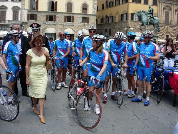 Firenze, Piazza Signoria, 18 giugno 2005 – Partenza Secondo Giro Squadra Parlamentare di Ciclismo
