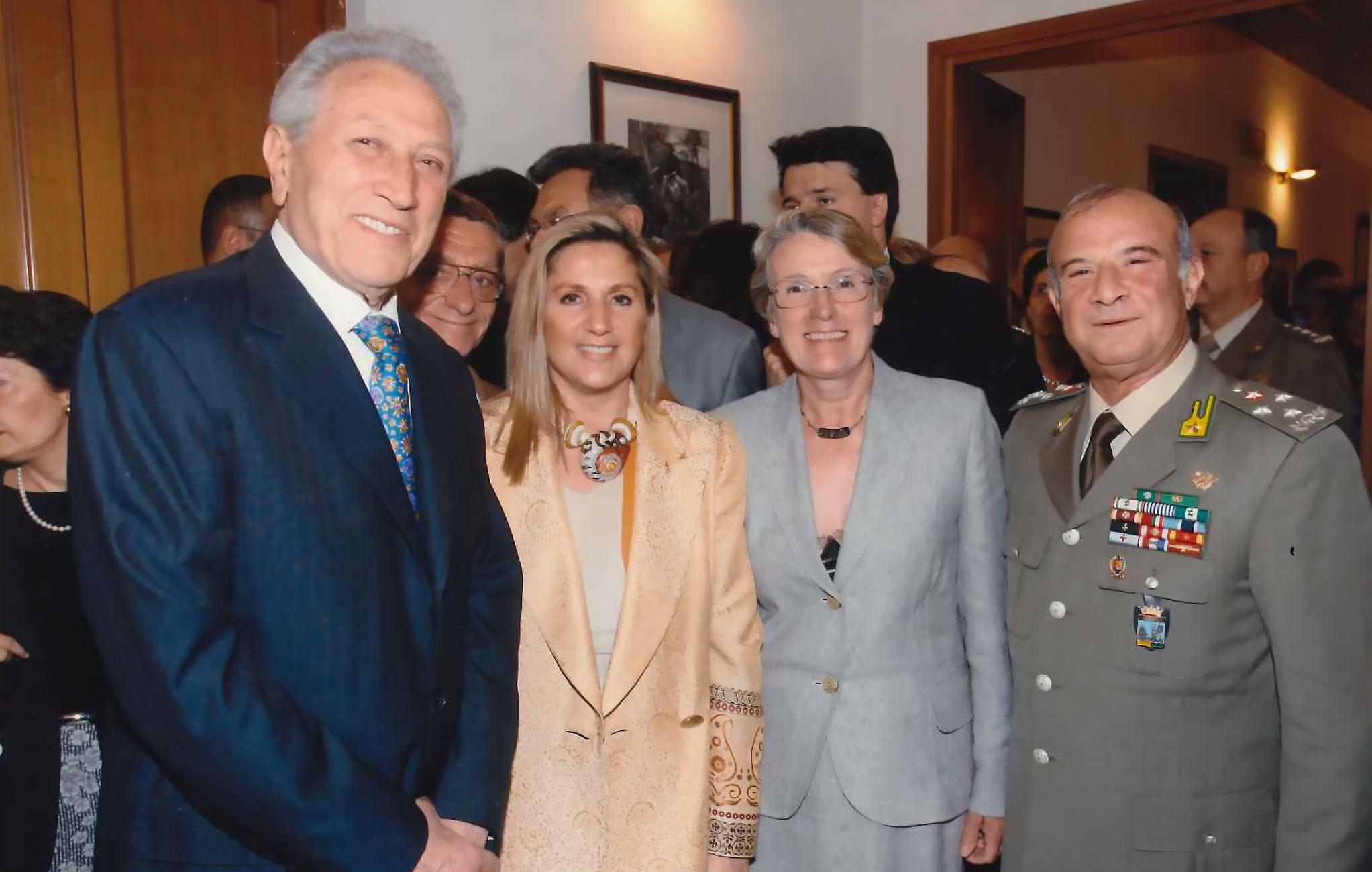 Firenze, Comando Interregionale Guardia di Finanza, 31 maggio 2006 – Generale CA Roberto Speciale, Narciso Parigi e il Console inglese Moira Macfarlane