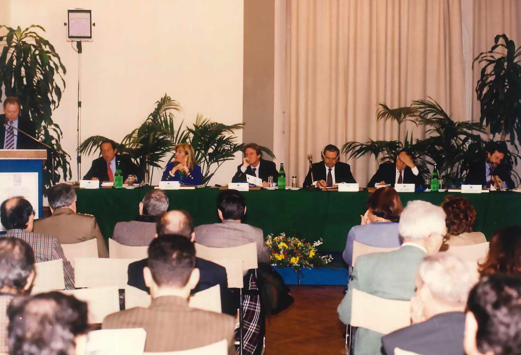 """Firenze, 1 dicembre 1995 – convegno """"prevenzione conflitti, pace e sicurezza nel Mediterraneo con Fontana, Rocard, Kouchner, Mendiluce, Pradier"""