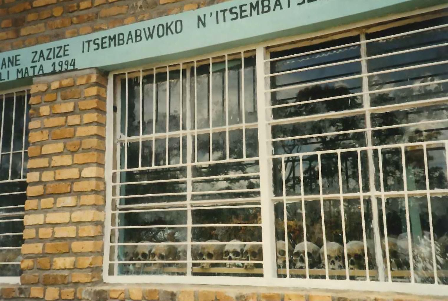 Rwanda, novembre 1996 - testimonianze del genocidio del 1994