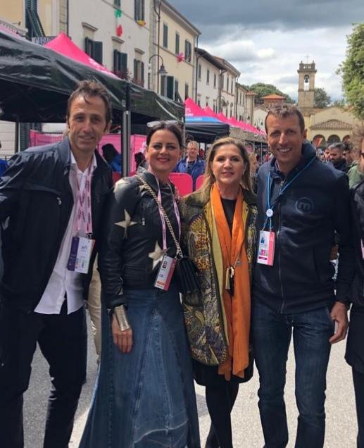 Alla partenza della terza tappa del Giro d'Italia a Vinci